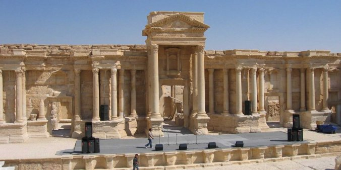isis-plants-mines-and-bombs-amid-roman-era-ruins-in-syrias-palmyra